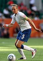 Wolfsburg , 270611 , FIFA / Frauen Weltmeisterschaft 2011 / Womens Worldcup 2011 , Gruppe B  ,  ..England - Mexico ..Faye White (England)  ..Foto:Karina Hessland ..