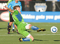 Jeff Parke of Sounders controls the ball during the game against the Earthquakes at Buck Shaw Stadium in Santa Clara, California on July 31st, 2010.   Seattle Sounders defeated San Jose Earthquakes, 1-0.