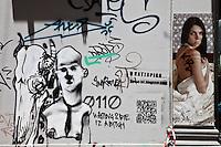 Atene, graffiti murali e manifesto di ragazza