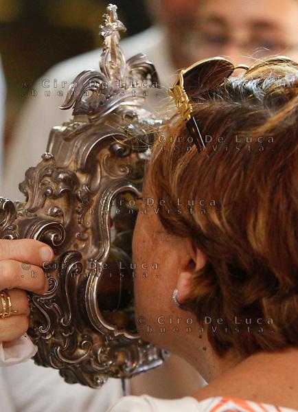 NAPOLI  MIRACOLO DI SANTA PATRIZIA .ANCHE SANTA PATRIZIA UNA DELLE PATRONE DI NAPOLI ESEGUE IL SUO MIRACOLO IL 25 AGOSTO NELLA  CHIESA DI SAN GREGORIO ARMENO IL SANGUE DELLA SANTA CONSERVATO NELLE AMPOLLE PASSA ALLO STADIO LIQUIDO  ...Chiesa di San Gregorio Armeno.The Miracles Of Saint Patrizia.Saint Patrizia's blood liquefies as that of san Gennaro.Saint Patrizia is the other Patron Saint of Naples and her blood, which is kept in the monastery at San Gregorio Armeno, liquefies on 25 August every year (which is her Saint's day).ph ciro de luca..Si ripete annuamente  il miracolo della liquefazione del sangue Santa Pastrizia, infatti cosi come per san Gennaro anche per la patrona di Napoli avviene la liquefazione del sangue propio nel giorno in cui si festeggia la santa  *** Local Caption *** .