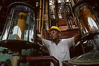 France/DOM/Martinique/Distillerie du Simon: La sortie des colonnes à distiller