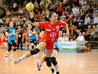 Elisabeth Garcia (TSV) im Sprungwurf, zieht ab