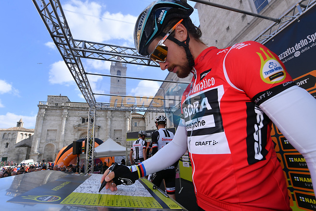 World Champion Peter Sagan (SVK) Bora-Hansgrohe Maglia Rossa wearer at sign on before the start of Stage 6 of the 2017 Tirreno Adriatico running 168km from Ascoli Piceno to Civitanova Marche, Italy. 13th March 2017.<br /> Picture: La Presse/Gian Mattia D'Alberto | Cyclefile<br /> <br /> <br /> All photos usage must carry mandatory copyright credit (&copy; Cyclefile | La Presse)