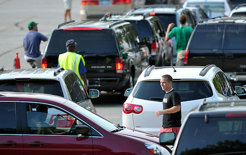 Aug. 19, 2011; Carroll hall staff members greet cars in the D6 staging area...Photo by Matt Cashore/University of Notre Dame