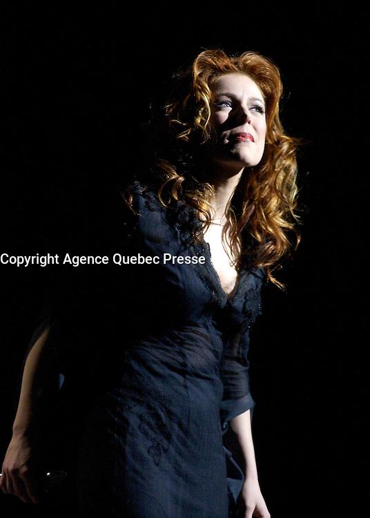 - Isabelle Boulay<br />  en 2OO2