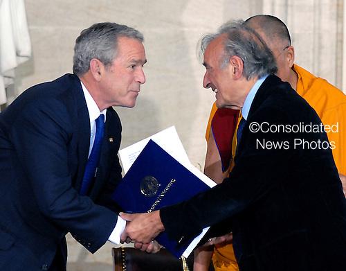 Washington, DC - October 17, 2007 -- The Dalai Lama in Washington, D.C. on Wednesday, October 17, 2007..Credit: Ron Sachs/CNP