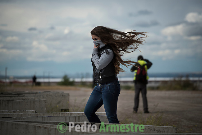 A woman covers her mouth in a residential area in Sesena affected by the toxic fumes produced by tyres burning in an uncontrolled dump near the town of Sesena, after a fire broke out early on May 13, 2016. A huge tyre dump near Madrid was ablaze today, releasing a black cloud of toxic fumes and forcing the evacuation of nearby residents after what officials suspect was an arson attack.  © Pedro ARMESTRE