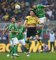 FUSSBALL   1. BUNDESLIGA   SAISON 2011/2012   26. SPIELTAG Borussia Dortmund - SV Werder Bremen               17.03.2012 Florian Hartherz (li)  und Sokratis Papastathopoulos (re, beide SV Werder Bremen) gegen Robert Lewandowski (Mitte, Borussia Dortmund)