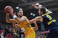 Basketball  1. Bundesliga  2016/2017  Hauptrunde  14. Spieltag  16.12.2016 Walter Tigers Tuebingen - Alba Berlin Gary McGhee (li, Tigers) gegen Elmedin Kikanovic (re, Alba)