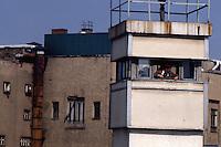 Berlino  settembre 1989 Gli ultimi mesi del muro che divideva Berlino Est e Berlino Ovest , Berlin, September 1989 The last months of the wall that divided East Berlin and West Berlin. Una torre di controllo della Germania dell'Est