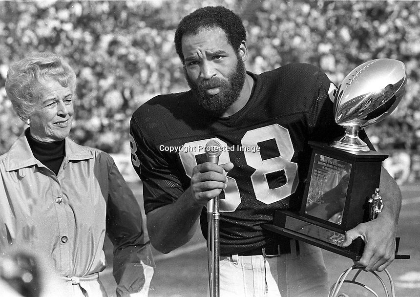 Oakland Raider Raymond Chester accepts theBill Gorman Perpetual Award...presented by The Oakland Raider Booster Club...(1979 photo/Ron Riesterer)