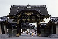 Kyoto: Gate at entrance to Ninomaru Palace at Nijo Castle, 1603. Photo '81.