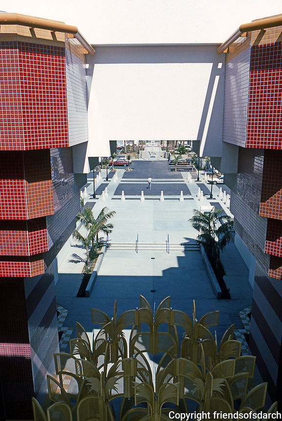 Charles Moore: Oceaside City Hall. (From balcony, looking east, over sculpture east to Ditmar and old City Hall.) (Photo '91)