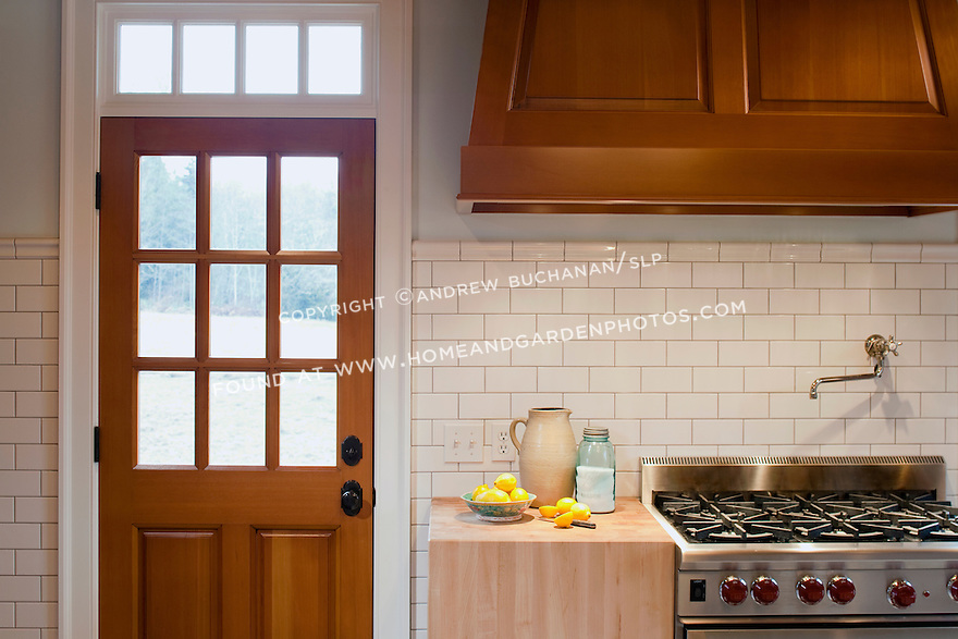 df018888_interior-shaker-kitchen-photo | HomeAndGardenPhotos.