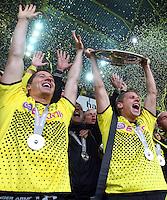 FUSSBALL   1. BUNDESLIGA   SAISON 2011/2012   34. SPIELTAG Borussia Dortmund - SC Freiburg                        05.05.2012 Robert Lewandowski und Lukasz Piszczek (v.l., beide Borussia Dortmund) jubeln mit der Meisterschale