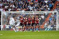 Cristiano Ronaldo shoot a free kick