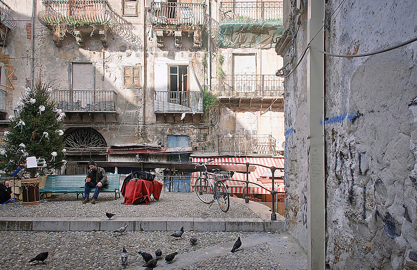 Christmas decorations in the historic market of &quot;Capo&quot; in Palermo<br /> Decori natalizi nel mercato storico del &quot;Capo&quot; a Palermo