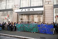 Roma  1 Maggio 2011.Damose da fa'. Semo precari.Manifestazione  di studenti, lavoratori e immigrati che hanno manifestatoo in via del Corso contro i negozi aperti nel giorno della festa dei lavoratori. La manifestazione davanti  al negozio della multinazionale spagnola ZARA