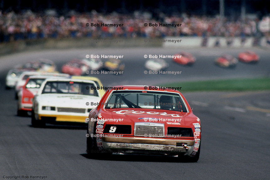 Bill Elliott leads a group of cars during the 1984 Daytona 500.