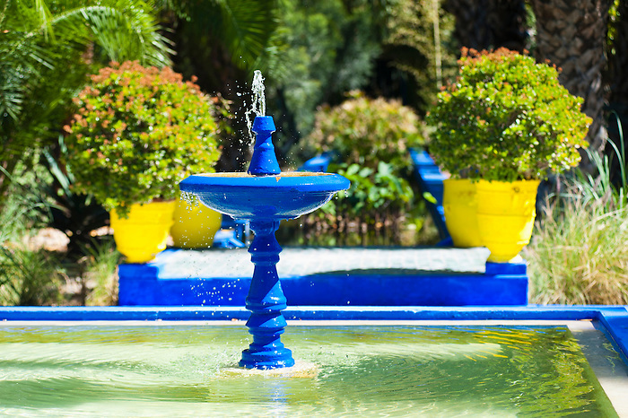Blue fountain at majorelle garden aka garden of yves for Jardin yves saint laurent