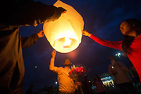 BURLINGTON, WA - SEPTEMBER 26: Soledad Lara (right), Otto Martinez (left) and Alejandro Soto(center) release a light lantern during a candlelight vigil outside the Cascade Mall on September 26, 2016 in Burlington, Washington. Five people were killed in the Macy's department store behind them by a gunman several night's ago. Among the dead was Lara's sister, Sarai Lara. The suspect, Arcan Cetin, 20, a resident of Oak Harbor, Washington, was arraigned today. (Photo by Karen Ducey/Getty Images)