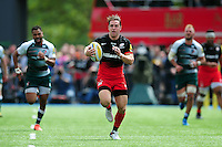 Chris Wyles of Saracens goes on the attack. Aviva Premiership semi final, between Saracens and Leicester Tigers on May 21, 2016 at Allianz Park in London, England. Photo by: Patrick Khachfe / JMP