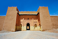 Entrance and fortifications of the  Alaouite Ksar Fida built by Moulay Ismaïl the second ruler of the Moroccan Alaouite dynasty ( reigned 1672–1727 ). Residence of the Khalifa or Caid of Tafilalet until 1965. Tafilalet Oasis, near Rissini, Morocco