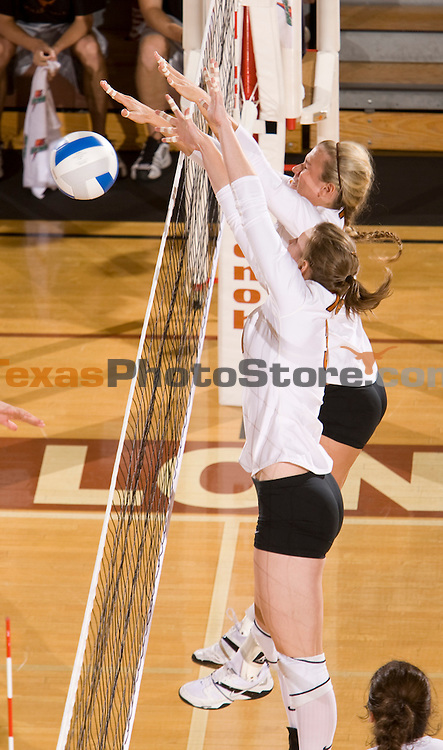 volleyball vs. CSB.(The University of Texas/Jim Sigmon)