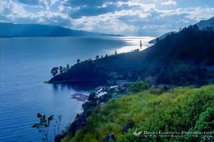 external image Indonesia-Sumatra-Toba-2984-Toba.jpg