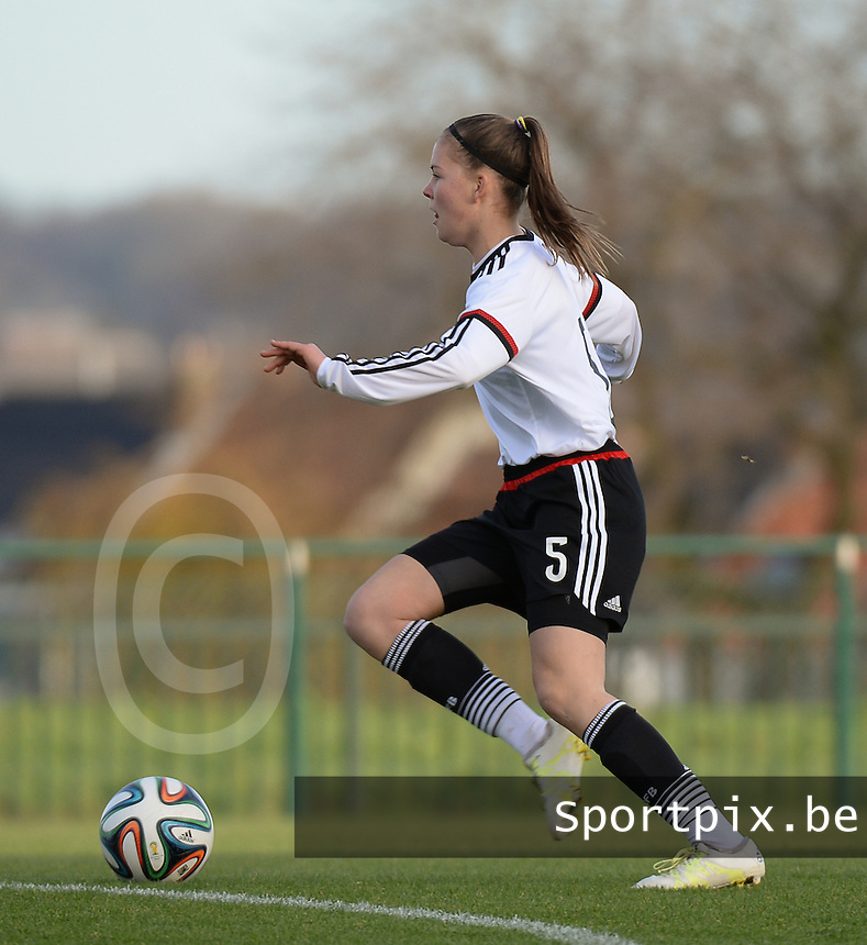 20151128 - Tubize , Belgium : German Juliane Wirtz pictured during the female soccer match between Women under 16 teams of  Belgium and Germany , in Tubize . Saturday 28th November 2015 . PHOTO DIRK VUYLSTEKE