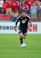 August 21 2010   D.C. United midfielder Santino Quaranta #25 in action during a game between DC United and Toronto FC at BMO Field in Toronto..DC United won 1-0.