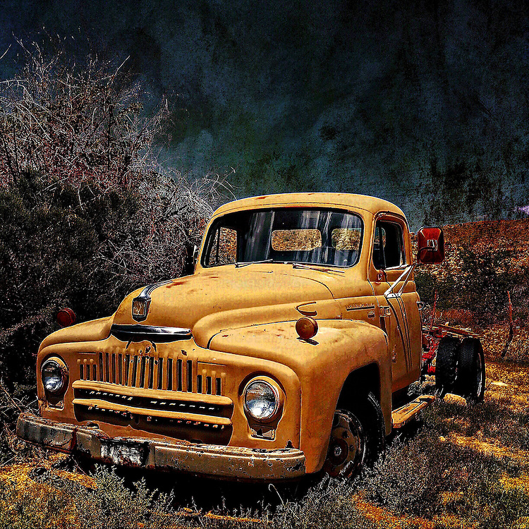 Retro transport in USA with abandoned truck