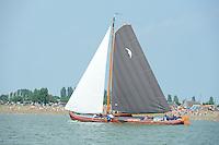 ZEILEN: STAVOREN: IJsselmeer, 26-07-2014, SKS skûtsjesilen, skûtsje d'Halve Maen, schipper Berend Mink, ©Martin de Jong