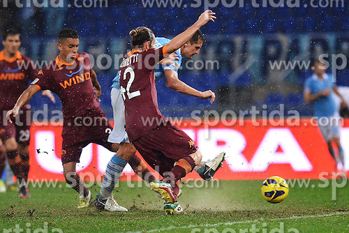 11.11.2012, Olympiastadion, Rom, ITA, Serie A, Lazio Rom vs AS Rom, 12. Runde, im Bild Gol Miroslav Klose Lazio, Goal celebration // during the Italian Serie A 12th round match between SS Lazio and AS Roma at the Olympic Stadium, Rome, Italy on 2012/11/11. EXPA Pictures © 2012, PhotoCredit: EXPA/ Insidefoto/ Andrea Staccioli..***** ATTENTION - for AUT, SLO, CRO, SRB, SUI and SWE only *****