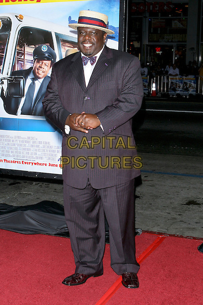 """CEDRIC THE ENTERTAINER.""""The Honeymooners"""" World Premiere,.at the Grauman's Chinese Theatre, .Hollywood, CA, USA, 8th June 2005..full length straw hat bow tie.Ref: ADM.www.capitalpictures.com.sales@capitalpictures.com.©Jacqui Wong/AdMedia/Capital Pictures."""