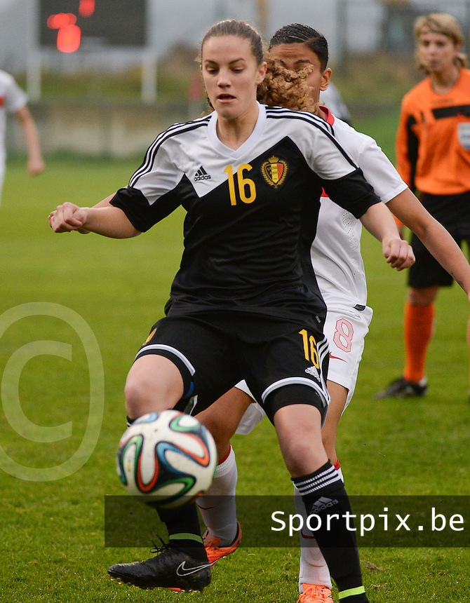 20141126 - TUBIZE , BELGIUM : Belgian Chloe Van De Velde pictured during the Friendly female soccer match between Women under 19 / 21  teams of  Belgium and Turkey .Wednesday 26th November 2014 . PHOTO DAVID CATRY