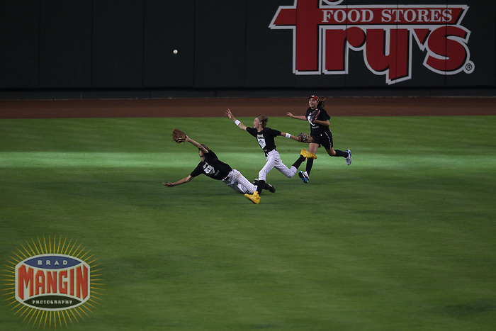 PHOENIX - JULY 11:  Kids chase fly balls in the outfield during the 2011 MLB Home Run Derby at Chase Field on July 11, 2011 in Phoenix, Arizona. Photo by Brad Mangin