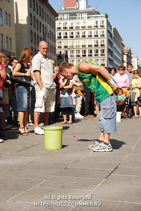 Street dancer in Vienna collecting money