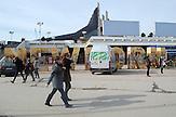 Newborn Monument vor dem Palast der Jugend und der Künste, 2008 anlässlich der Unabhängigkeitserklärung aufgestell,  Kosovo 5 Jahre nach der Unabhängigkeitserklärung. / Five years after declaration of independence