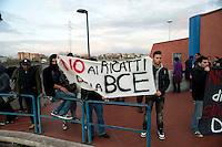 Roma 6 Dicembre 2011.Manifestazione  a Ponte Mammolo degli studenti universitari , precari, lavoratori e migrant iper contestare il rialzo del prezzo del biglietto dei mezzi pubblici, a 1,50 euro. E contro l' aumento del 18% di aumento delle bollette dell'acqua..Un manifesto contro la BCE
