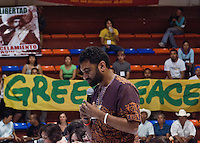Kumi Naidoo, Greenpeace International Executive Director, speaks to social movements and NGOs joined in the Mexican Space, an alternative meeting during the UN Framework Convention on Climate Chance in Canc&uacute;n, Quintana Roo. (Photo: Greenpeace / Prometeo Lucero)
