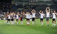 FUSSBALL  EUROPAMEISTERSCHAFT 2012   VORRUNDE Niederlande - Deutschland       13.06.2012 Laola der deutschen Mannschaft nach dem Abpfiff