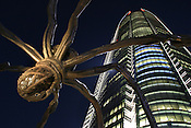 "Louise Bourgeois sculpture ""Maman', outside Mori Tower, Roppongi Hills. Roppongi Hills, built by Mori Building Co. Ltd., opened in spring of 2003, comprising of residential property, hotel, cinema, offices, arts museum, restaurants and bars. Roppongi, Tokyo, Japan."