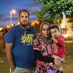 13 septiembre 2015. Nador. Marruecos.<br /> Ridchuan, herido de la guerra en Siria, su mujer Nadia y su hijo Mohammed, esperan en Nador (Marruecos) la oportunidad de cruzar el paso fronterizo y llegar a Melilla. Salieron de Siria hace dos a&ntilde;os por culpa de la guerra. El padre trabajaba como comerciante. Les gustar&iacute;a llegar a Alemania. La ONG Save the Children exige al Gobierno espa&ntilde;ol que tome un papel activo en la crisis de refugiados y facilite el acceso de estas familias a trav&eacute;s de la expedici&oacute;n de visados humanitarios en el consulado espa&ntilde;ol de Nador. Save the Children ha comprobado adem&aacute;s c&oacute;mo muchas de estas familias se han visto forzadas a separarse porque, en el momento del cierre de la frontera, unos miembros se han quedado en un lado o en el otro. Para poder cruzar el control, las mafias se aprovechan de la desesperaci&oacute;n de los sirios y les ofrecen pasaportes marroqu&iacute;es al precio de 1.000 euros. Diversas familias han explicado a Save the Children c&oacute;mo est&aacute;n endeudadas y han tenido que elegir qui&eacute;n pasa primero de sus miembros a Melilla, dejando a otros en Nador. &copy; Save the Children Handout/PEDRO ARMESTRE - No ventas -No Archivos - Uso editorial solamente - Uso libre solamente para 14 d&iacute;as despu&eacute;s de liberaci&oacute;n. Foto proporcionada por SAVE THE CHILDREN, uso solamente para ilustrar noticias o comentarios sobre los hechos o eventos representados en esta imagen.<br /> Save the Children Handout/ PEDRO ARMESTRE - No sales - No Archives - Editorial Use Only - Free use only for 14 days after release. Photo provided by SAVE THE CHILDREN, distributed handout photo to be used only to illustrate news reporting or commentary on the facts or events depicted in this image.