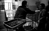 Roma 2000.Carcere di Regina Coeli  .La distribuzione del vitto. Regina Coeli (Queen of Heaven) Prison..The distribution of the food