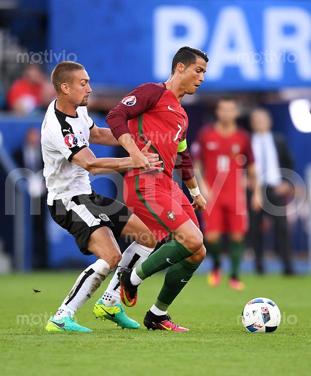 FUSSBALL EURO 2016 GRUPPE F IN PARIS Portugal - Oesterreich      18.06.2016 Stefan Ilsanker (li, Oesterreich) gegen Cristiano Ronaldo (re, Portugal)