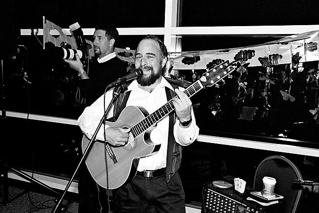 Joy Soloman's Bat Mitzvah, April 27, 2002. (photo by Pico van Houtryve)