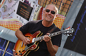 LARRY CARLTON (2004)
