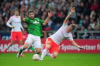 FUSSBALL   1. BUNDESLIGA  SAISON 2012/2013   6. Spieltag   SV Werder Bremen - FC Bayern Muenchen          29.09.2012 Sokratis Papastathopoulos (li, SV Werder Bremen) gegen Bastian Schweinsteiger (re, FC Bayern Muenchen)