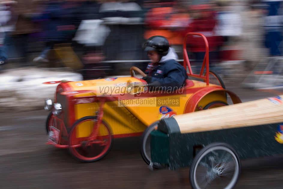 Amérique/Amérique du Nord/Canada/Québec/ Québec: Lors  du Carnaval de Québec, la pittoresque  course de Tacots Normandin , voitures  sans moteur , seuls la pente de la  route et l'aérodynamisme du bolide entrent en ligne de compte